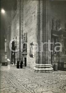 1970 ca DUOMO DI MILANO Due sacerdoti all'interno *Foto ARTISTICA con collage