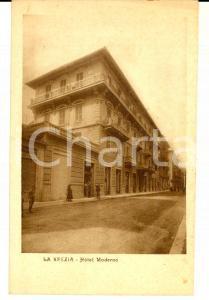1930 ca LA SPEZIA Facciata dell'Hotel MODERNO *Cartolina ANIMATA FP NV