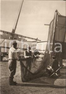 1955 ca SESTRI LEVANTE Pescatori sistemano le reti dopo la pesca Cartolina FG NV