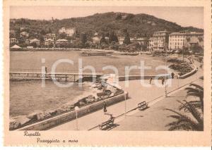 1940 ca RAPALLO (GE) Rapallesi passeggiano sul lungomare *Cartolina FG NV
