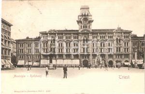 1905 ca TRIESTE Soldato in posa davanti al Municipio *Cartolina FP VG