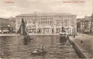 1915 ca TRIESTE Navi e battello davanti a EXCELSIOR PALACE HOTEL Cartolina FP VG