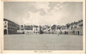 1931 BRA (CN) Passante in Piazza Carlo Alberto *Cartolina FP VG