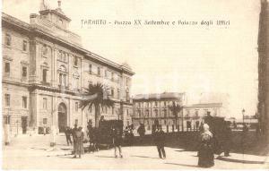 1916 TARANTO Passanti in Piazza XX Settembre Palazzo degli Uffici *Cartolina FP