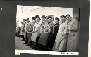 1950 DOVER Artisti del TEATRO ALLA SCALA in attesa alla banchina *Foto 35x25