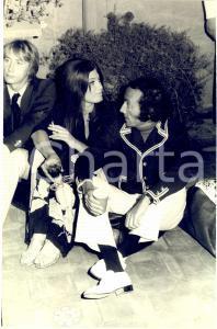 1970 ca CINEMA ROMA Attori durante una festa in villa *Fotografia 20x30 cm