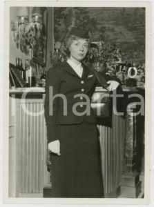 1957 BELLUSCO (MB) Ritratto di una giovane hostess *Foto Andrea ALAINO 15x18 cm