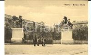 1920 ca NAPOLI I cancelli di PALAZZO REALE *Cartolina VINTAGE ANIMATA FP NV