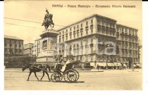 1920 ca NAPOLI Piazza Municipio - Monumento Vittorio Emanuele *ANIMATA calesse