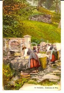 1911 PILA VALSESIA (VC) Donna lavano i panni in costume tradizionale *Cartolina