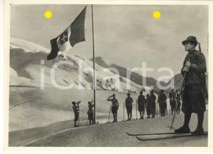 1941 WW2 Alpini sugli sci all'alzabandiera *Foto per cartolina ditta MARZARI