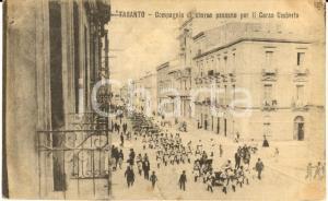 1910 ca TARANTO Compagnie di sbarco in corso UMBERTO *Cartolina ANIMATA FP