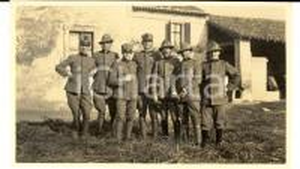 1918 WW1 ZONA DI GUERRA Ufficiali sull'aia di una cascina *Foto 15x10 cm