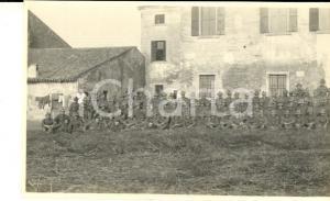 1918 WW1 ZONA DI GUERRA Battaglione ALPINI presso dimora rurale *Foto 15x10