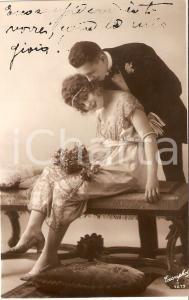 1925 ca INNAMORATI Effusioni su una panca *Cartolina FP NV