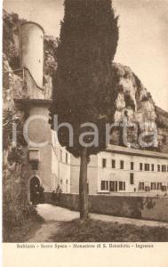 1935 SUBIACO Uomini parlano con frate all'ingresso del SACRO SPECO *Cartolina FP