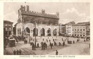 1935 PIACENZA Tram e passanti in Piazza Cavalli - Palazzo Gotico Cartolina FP NV