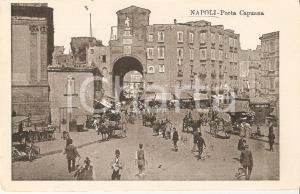 1902 NAPOLI Napoletani a passeggio a PORTA CAPUANA *Cartolina FP VG