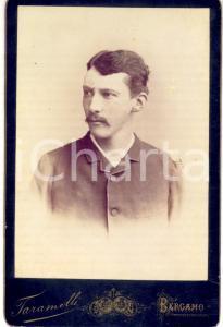 1890 ca BERGAMO Ritratto di giovane uomo *Foto studio TARAMELLI 11x16 cm