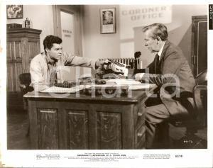 1962 HEMINGWAY'S ADVENTURES OF A YOUNG MAN Richard BEYMER at coroner office Foto