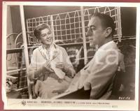 1961 MAJORITY OF ONE Rosalind RUSSELL knitting on a ship with Alec GUINNESS Foto