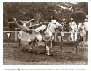 1976 TRIAL BY COMBAT Donald PLEASENCE watching knights jousting *Photo 25x20 cm