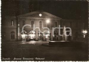 1957 PINEROLO (TO) Veduta notturna della stazione ferroviaria *Cartolina FG VG