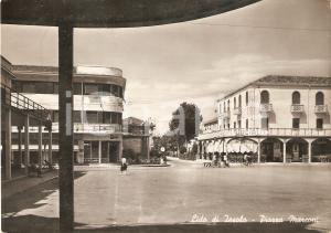 1955 ca LIDO DI JESOLO Biciclette in Piazza Marconi - Panorama *Cartolina FG VG