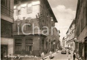 1950 ca FAENZA Scorcio di Corso Mazzini con sede del CREDITO ROMANO Cartolina FG