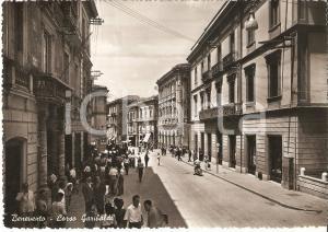 1953 BENEVENTO Folla in Corso Garibaldi - Panorama *Cartolina FG VG