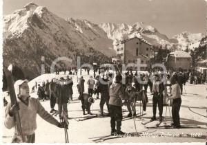 1958 FOPPOLO (BG) Sciatori sul piazzale dell'Hotel DALMINE *Cartolina FG VG