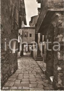 1960 ca GRADO (GO) Donne a passeggio in Calle del Palazzo *Cartolina FG NV