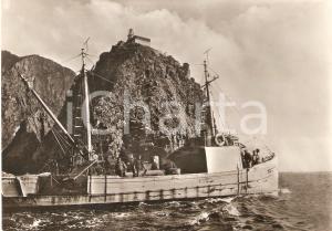 1955 ca PONZA Barca di pescatori davanti al Faro della Guardia *Cartolina FG NV