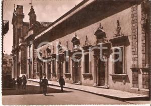 1935 ca CALTAGIRONE (CT) Uomini davanti alla Casa del Fascio *Cartolina FG NV