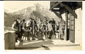 1930 ca TRENTINO Gruppo di sciatori in un rifugio *Foto cartolina VINTAGE