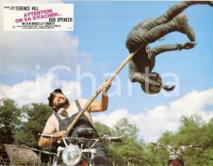 1974 ALTRIMENTI CI ARRABBIAMO Bud SPENCER throws a man *Lobby card ED. FRANCESE