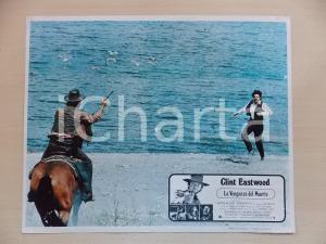 1973 LO STRANIERO SENZA NOME Clint EASTWOOD Duello sulla spiaggia *Lobby card