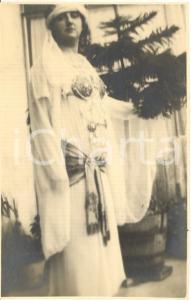 1920 ca SALO' Ritratto di donna in abito orientaleggiante *Foto G. FRANZOSI