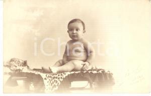 1920 ca NAPOLI Ritratto di bambino su pelle di leopardo *Foto cartolina A. BEUF