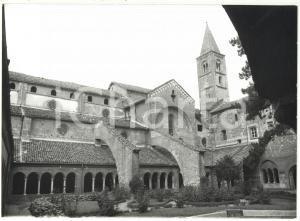 1981 STAFFARDA DI REVELLO (CN) Abbazia di Santa Maria - Il chiostro *Foto 18x13
