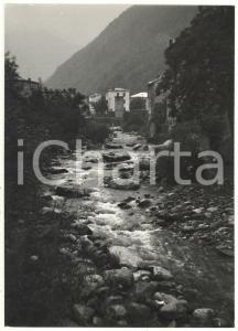 1974 VALLE CORSAGLIA (CN) Scorcio di un paese visto dal torrente *Foto 13x18 cm