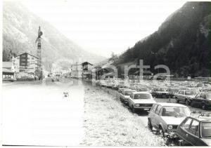 1980 TÄSCH (CH) Veduta del parcheggio lungo la strada principale *Foto 18x13 cm