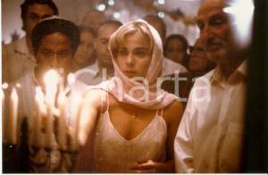2000 ESPERANDO AL MESIAS Melina PETRIELLA lights a candle in a sinagoga *PHOTO
