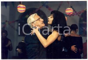1998 INCONTRI PROIBITI Alberto SORDI balla con Valeria MARINI *Foto 20x13 cm
