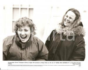 1995 SENSE AND SENSIBILITY Emma THOMPSON laughs with producer Lindsay DORAN Foto
