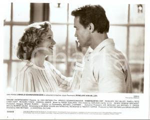 1990 KINDERGARTEN COP  Penelope Ann MILLER caresses Arnold SCHWARZENEGGER *Photo