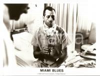 1990 MIAMI BLUES Fred WARD smells a bouquet at the hospital *Photo 24x18 cm