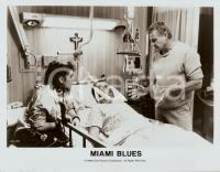 1990 MIAMI BLUES Fred WARD and Charles NAPIER at the hospital *Photo CINEMA