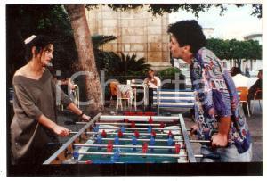 1992 TRITTICO DI ANTONELLO Lorenza INDOVINA gioca a calcio balilla *Foto 15x10