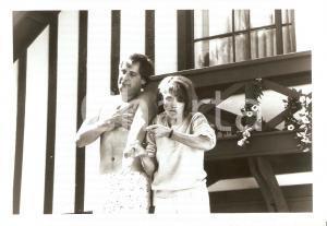 1989 CHECKING OUT Jeff DANIELS Melanie MAYRON Movie by David LELAND *Photo 17x12